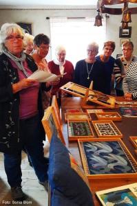 2016-10-11. Slöjdcafé - Margareta Hultgren visar hur man gör flamskvävnader
