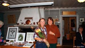 3534.-Föreläsare-Petra-Staav-avtackas-med-blommor